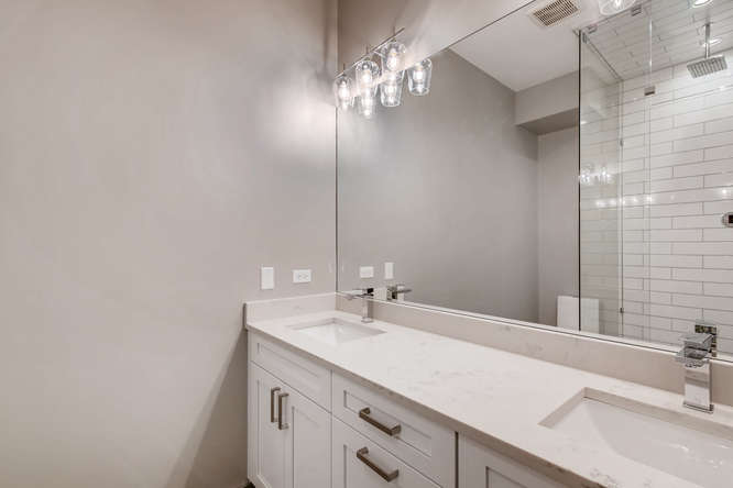 3530 N Lincoln Ave Unit 201-small-007-2-Master Bathroom-666x444-72dpi