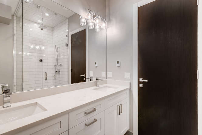 3530 N Lincoln Ave Unit 201-small-008-5-Master Bathroom-666x444-72dpi
