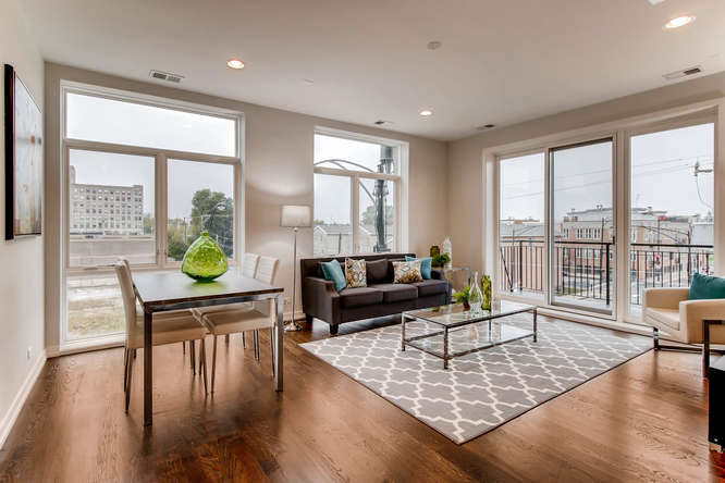 5 N Oakley Blvd 301 Chicago IL-small-001-2-Living Room-666x444-72dpi