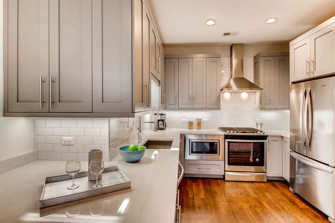 5 N Oakley Blvd 301 Chicago IL-small-003-3-Kitchen-666x444-72dpi