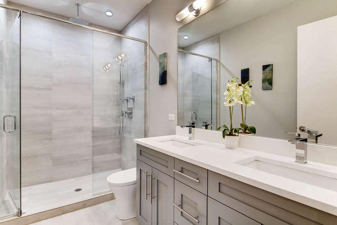 5 N Oakley Blvd 301 Chicago IL-small-008-8-Master Bathroom-666x444-72dpi