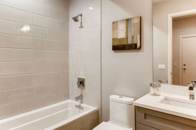5 N Oakley Blvd 301 Chicago IL-small-010-1-Bathroom-666x444-72dpi
