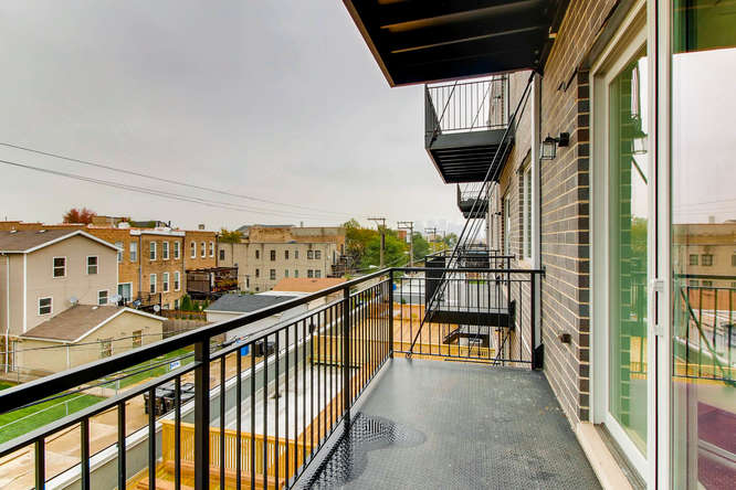 5 N Oakley Blvd 301 Chicago IL-small-011-5-Balcony-666x444-72dpi